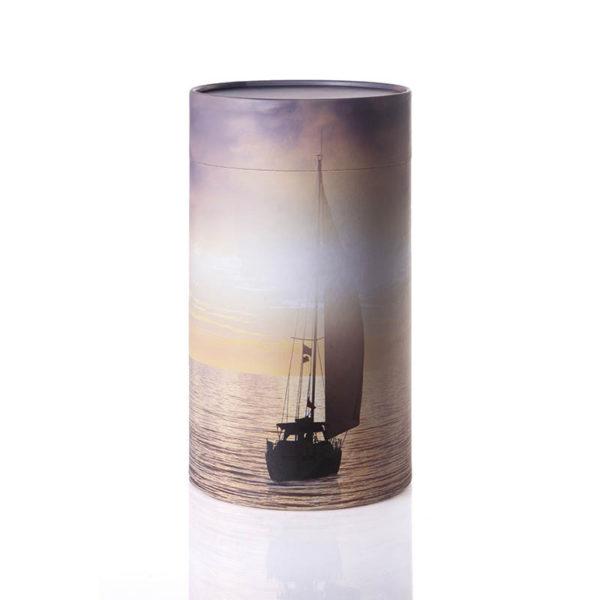 Urne til askestrøning med hav og båd